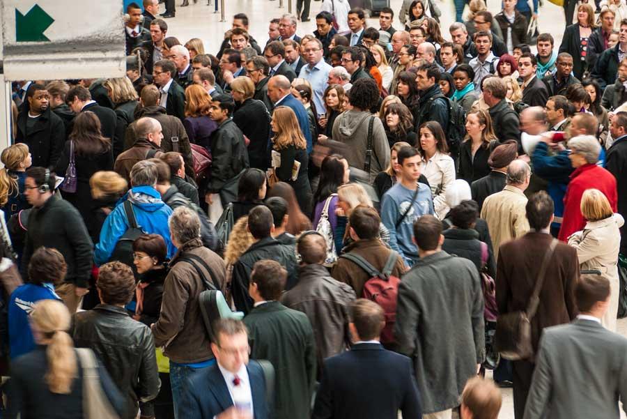 Congestion grows as the tube breaks down in peak morning traffic.