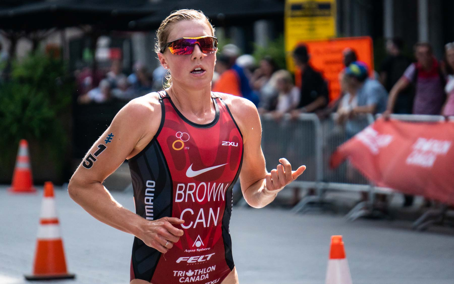 Jo Brown into fourth.